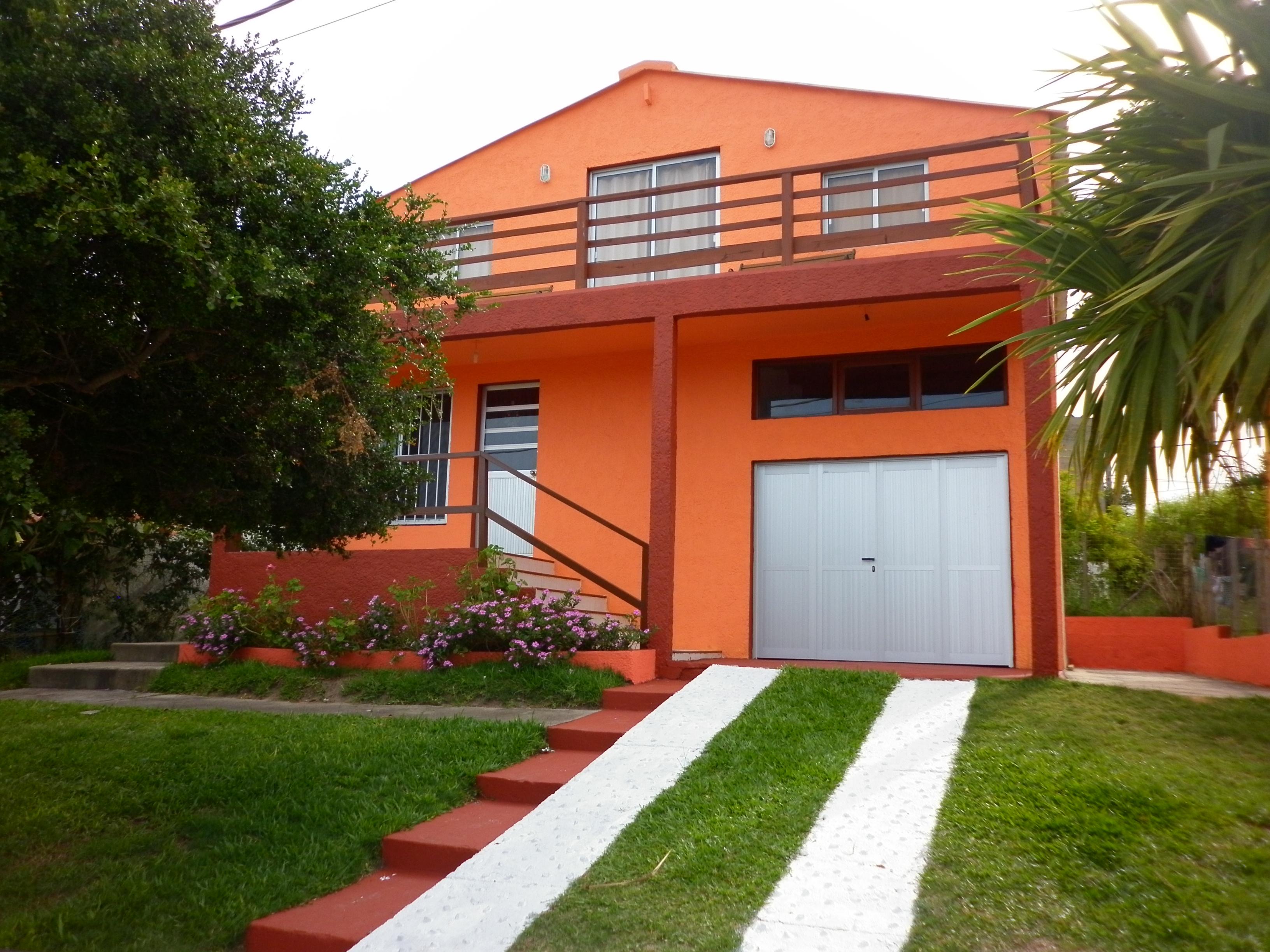 Casa Miro al Mar, a 100 metros de la playa de Antoniopolis .