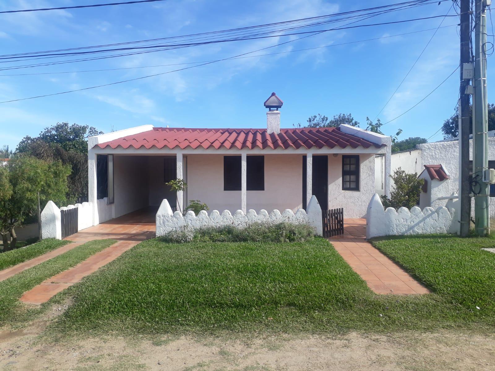La Casa de Playa, a 50 metros de la playa en barrio Antoniopolis, en La Paloma.