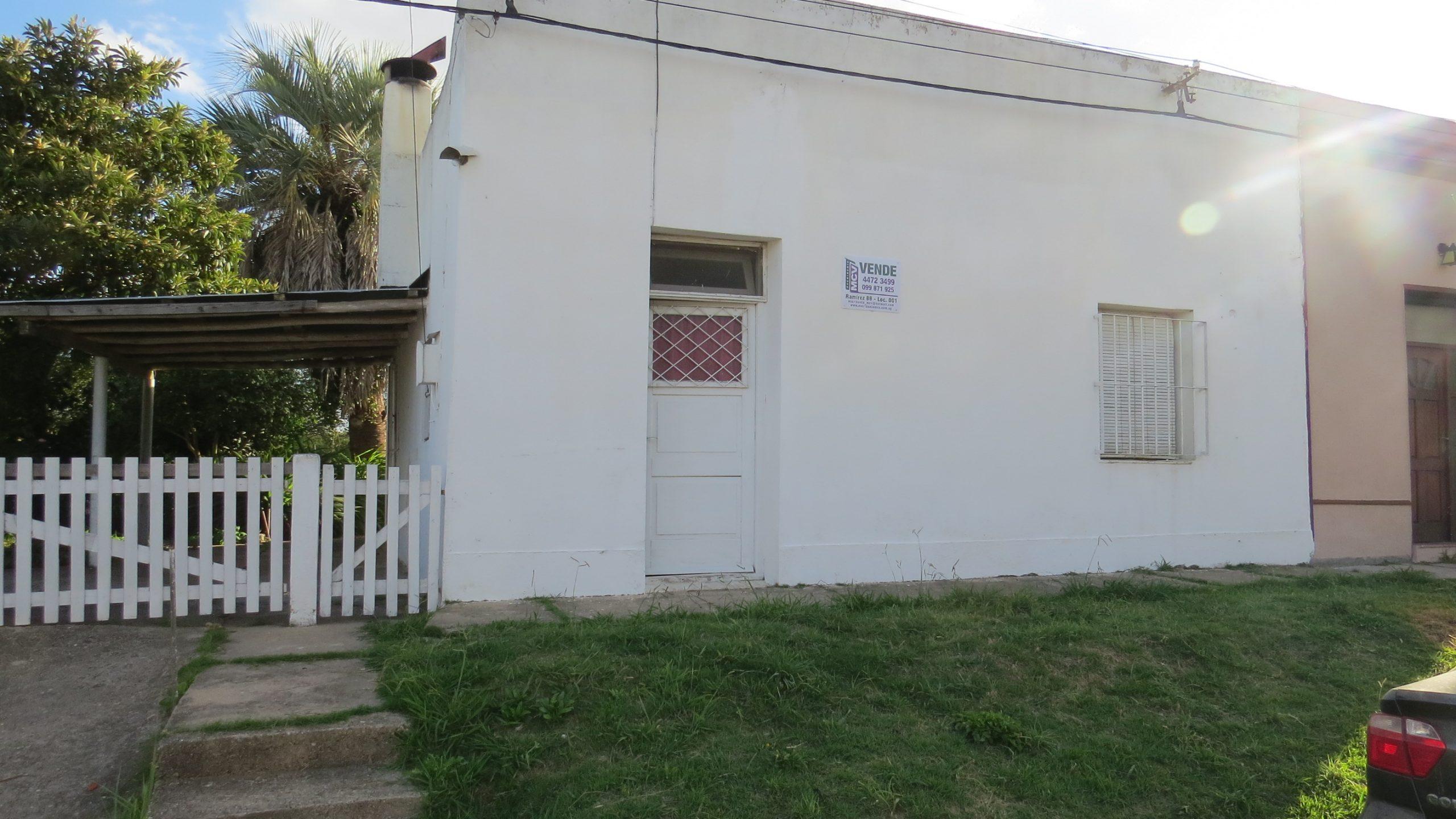Casa en Rocha a media cuadra de Plaza de las Palmas