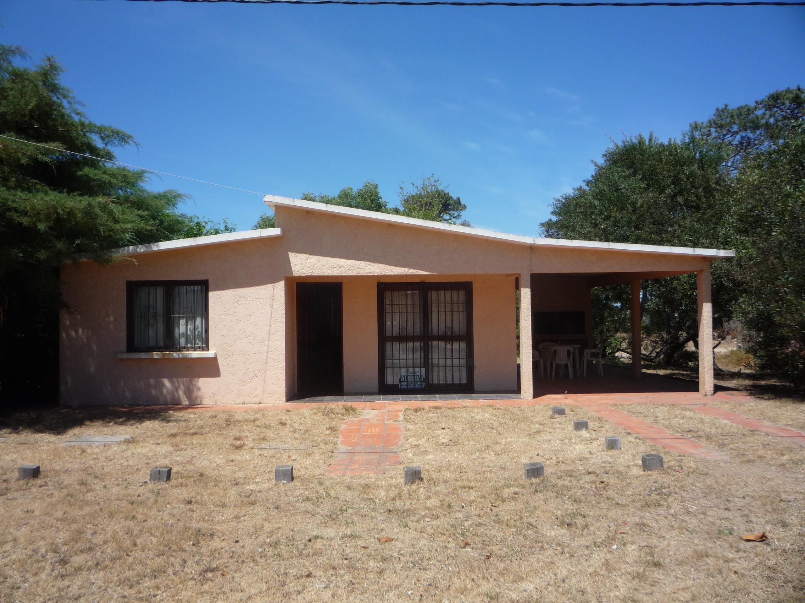 Casa de 2 dormitorios sobre A.V del Navio. En playa la Balconada, La Paloma
