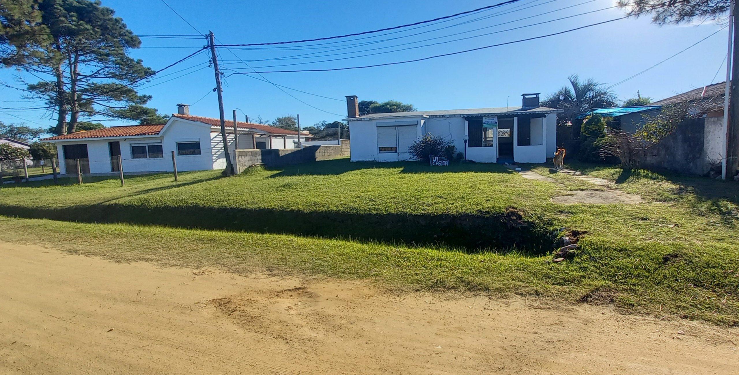 Casa a 5 cuadras de la playa  en Costa Azul .