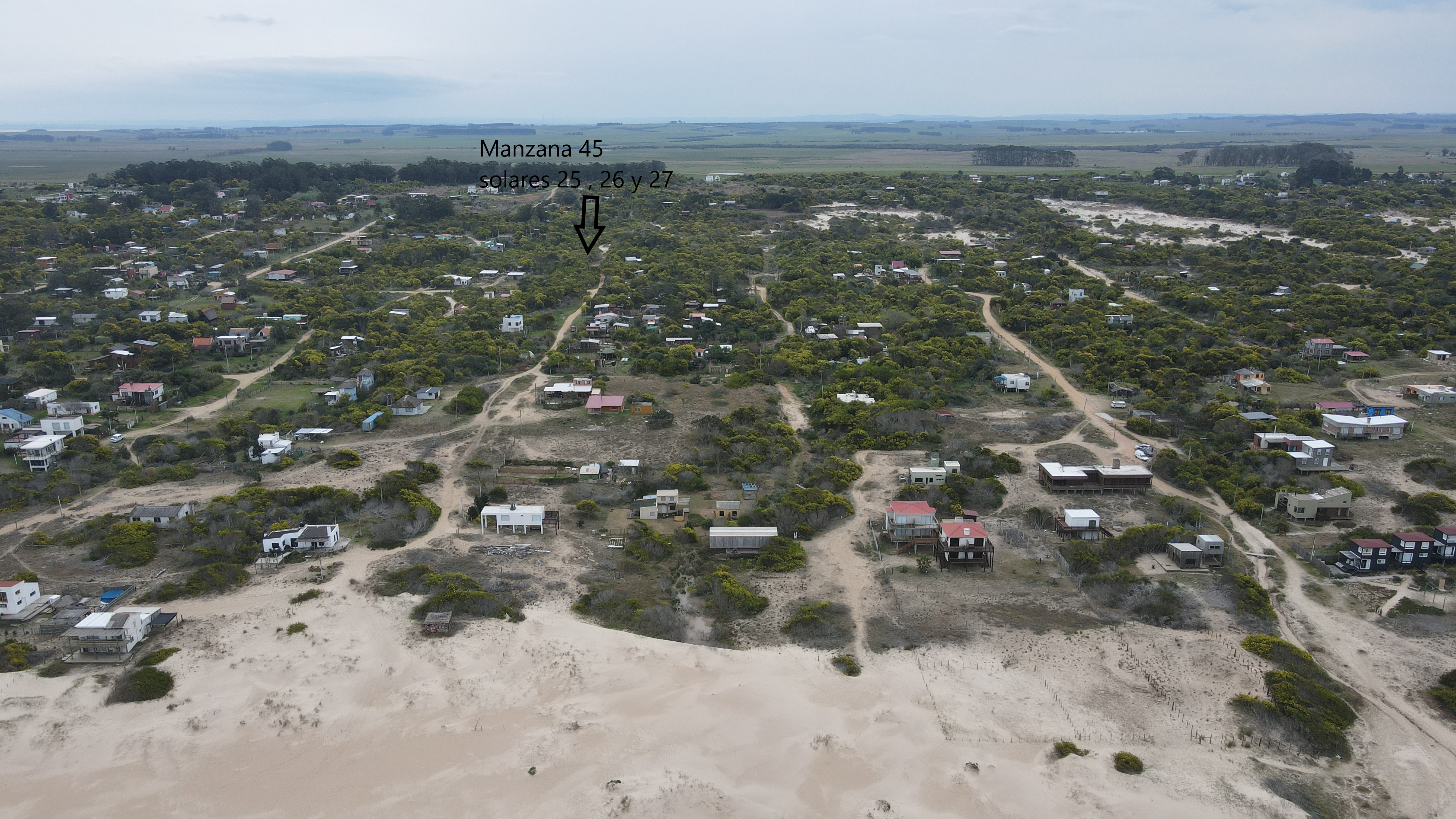 Tres Terrenos a 2 cuadras y media  de la playa en Punta Rubia .